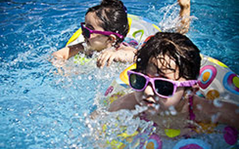 Prot ger les enfants autour de la piscine arizona pool for Protection enfant piscine