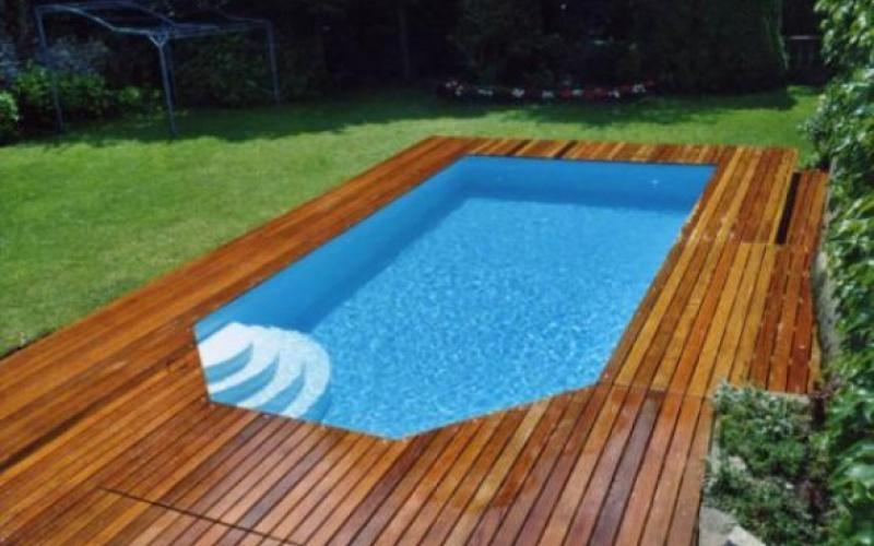 Comment entretenir l'extérieur de votre piscine bois?