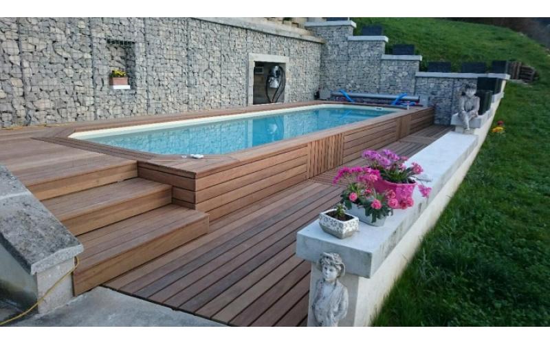 Construire une piscine sur un terrain en pente