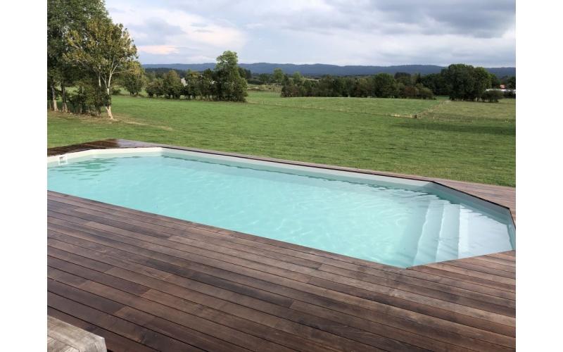 Sable dans la piscine : causes et solutions