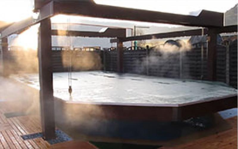 3 astuces pour chauffer votre piscine en bois